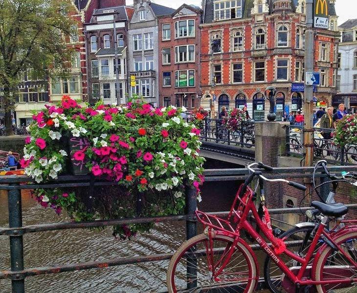 آمستردام سرزمین گل لاله و آسیابهای بادی