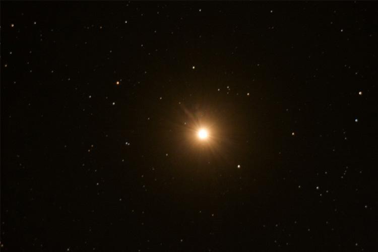 کم سو شدن نورانی ترین ستاره آسمان