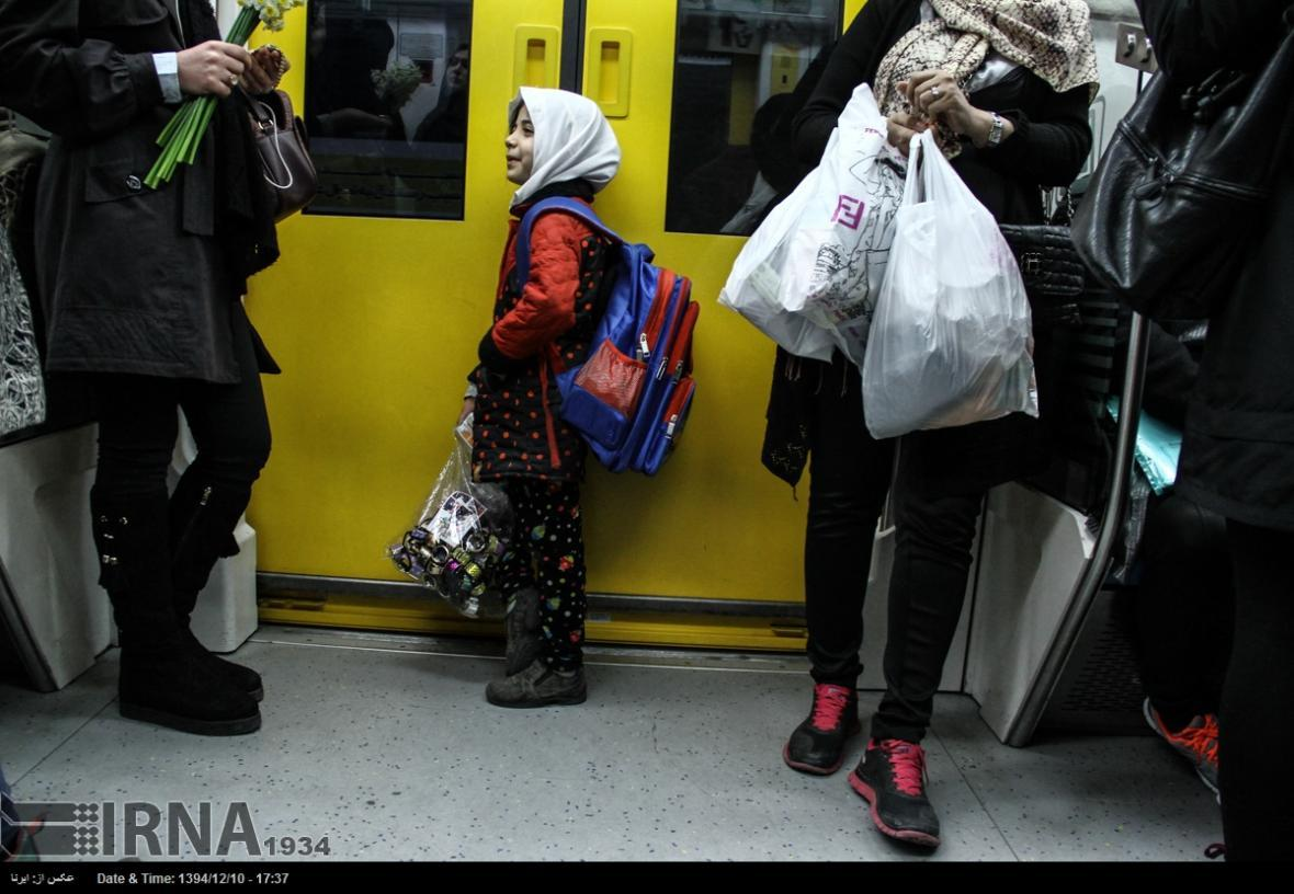 خبرنگاران مدیرعامل مترو: نمی توانیم جلوی دستفروشان را بگیریم